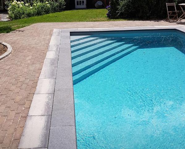 Zwembad afkitten